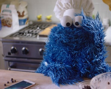Cookie Monster Uses iPhone 6 While Making Cookies