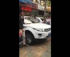 Removing A Jaguar With Your Range Rover Like A Boss