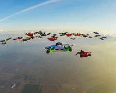 61 Wingsuiters Flying Together Looks Amazing
