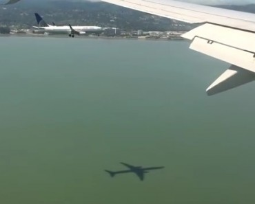 Two Planes Landing At The Same Time Is Pretty Cool