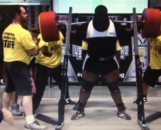 Ray Williams Squating A 1005 Lbs Raw