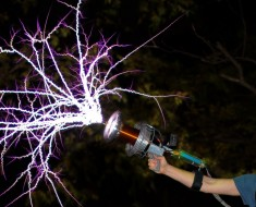 Epic Handheld Tesla Coil Gun At 28,000fps